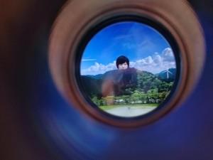山を望む望遠鏡から見える景色